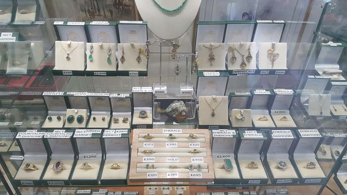 Jewellery, antique jewellery